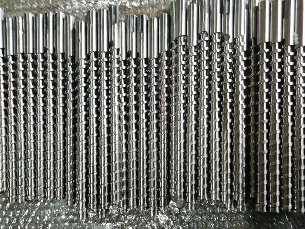 screw for extrusion or injection